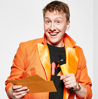 Joe Lycett holding a microphone and quiz cards